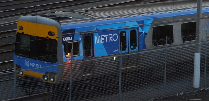 Metro-Trains-Comeng-EMU-Photo-Zed-Fitzhume-Creative-Commons-825x400